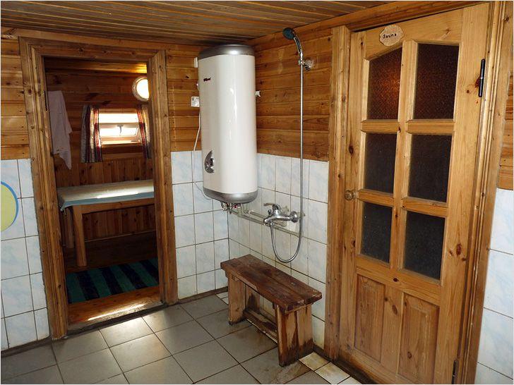 веселыми людьми душ в деревенской бане раздражающее